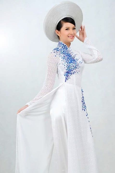 Vải satin có độ bóng cao được dùng may áo dài rất phổ biến